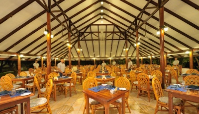 funislandresortmaledivy-restauraceabar1.jpg